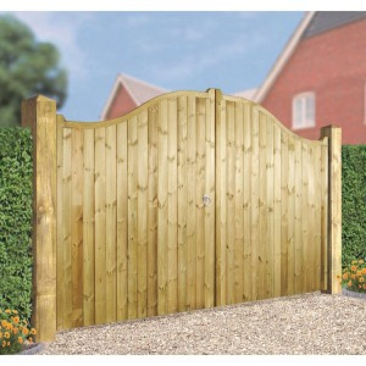 DRAYTON SHAPED TOP WOODEN GATE 1800MM HIGH X 3600MM WIDE